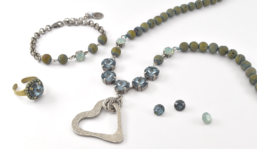 Blue beads and crystals heart necklace step by step tutorial
