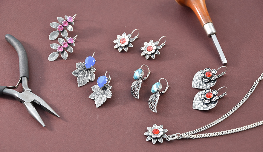 0c1a915418d90 The wonderful world of flower jewelry